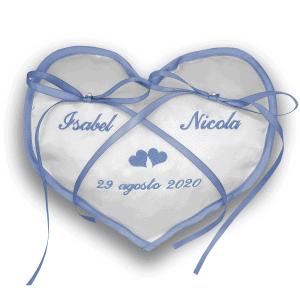 Cuscino portafedi ricamato con nomi sposi - Cuore bordo raso