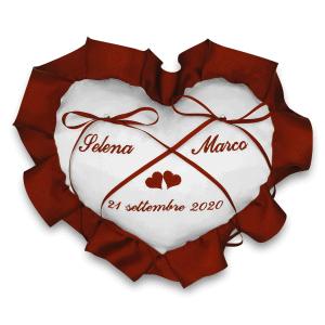 Cuscino portafedi personalizzato con nomi sposi - Cuore volant - www.crociedelizie.com