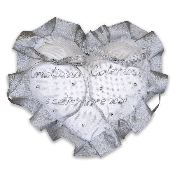 Cuscino portafedi ricamato a punto croce con nomi sposi - Nozze d'argento - www.crociedelizie.com