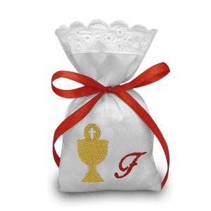 Sacchetti ricamati per bomboniere con iniziale e calice - www.crociedelizie.com